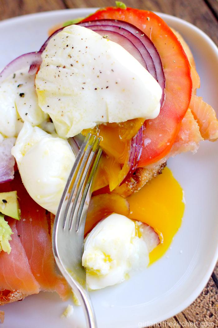 Poached-Eggs-with-Smoked-Salmon-3